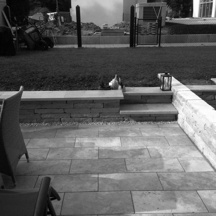 Terrasse mit noch nciht fertigem Sichtschutz